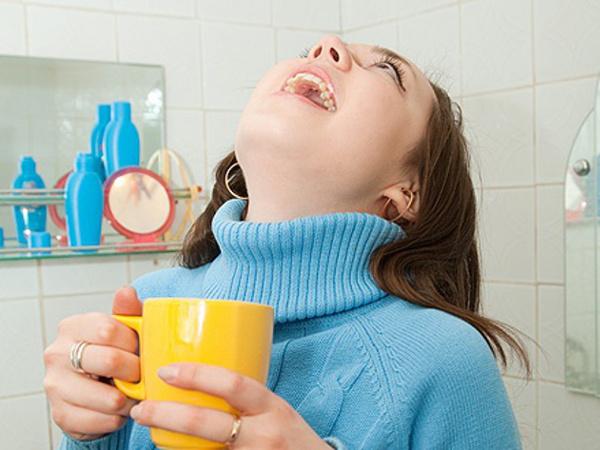 Как ребенку вылечить быстро горло в домашних условиях быстро