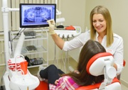На приеме у врача ортодонта стоматолога