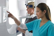 Проведение процедуры панорамного снимка зубов