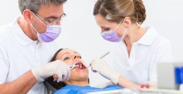 От чего болит десна после удаления зуба и что делать