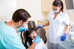 Фото осмотра ребенка стоматологом