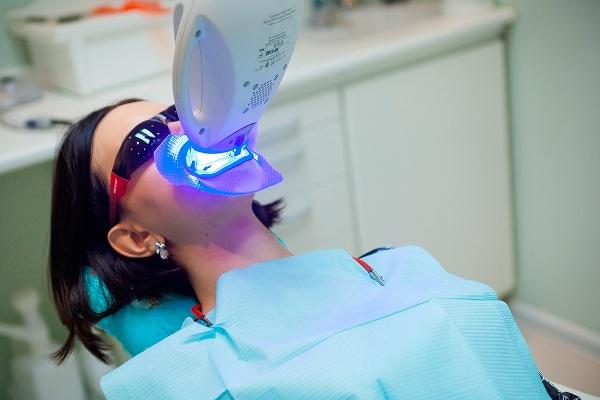 Отбелить тетрациклиновые зубы
