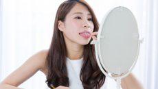 Почему белый налет на языке у детей и взрослых