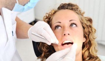 Что является причиной белых пятен на зубах и как лечить