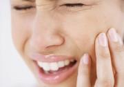 Почему болит челюсть при жевании