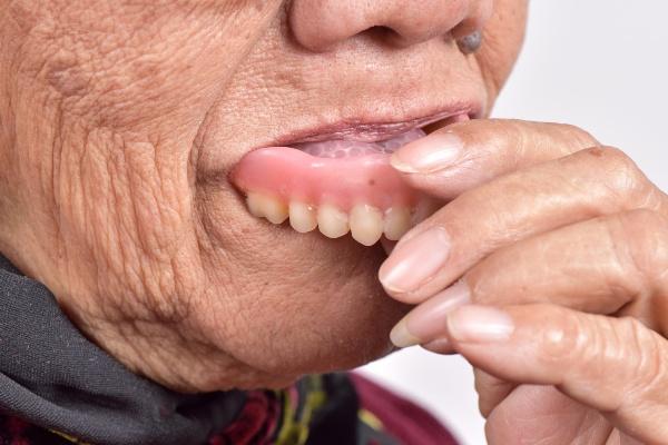 Корега крем для фиксации зубных протезов виды