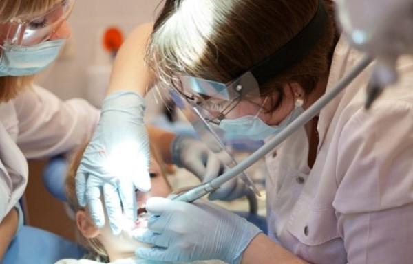Кариес молочных передних зубов у детей лечение