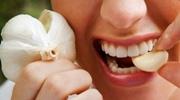 Чеснок от зубной боли на запястье