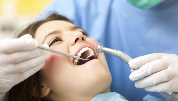 Сколько стоит вставить или поменять платную пломбу в зубе