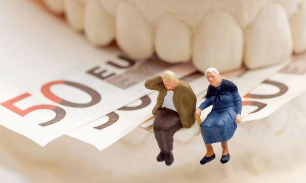 Положено ли пенсионерам бесплатное протезирование зубов
